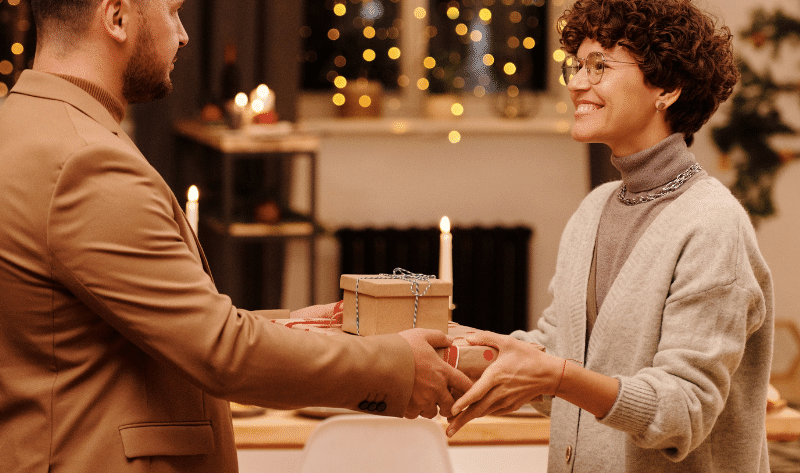 Holiday gift guide for engaged couples