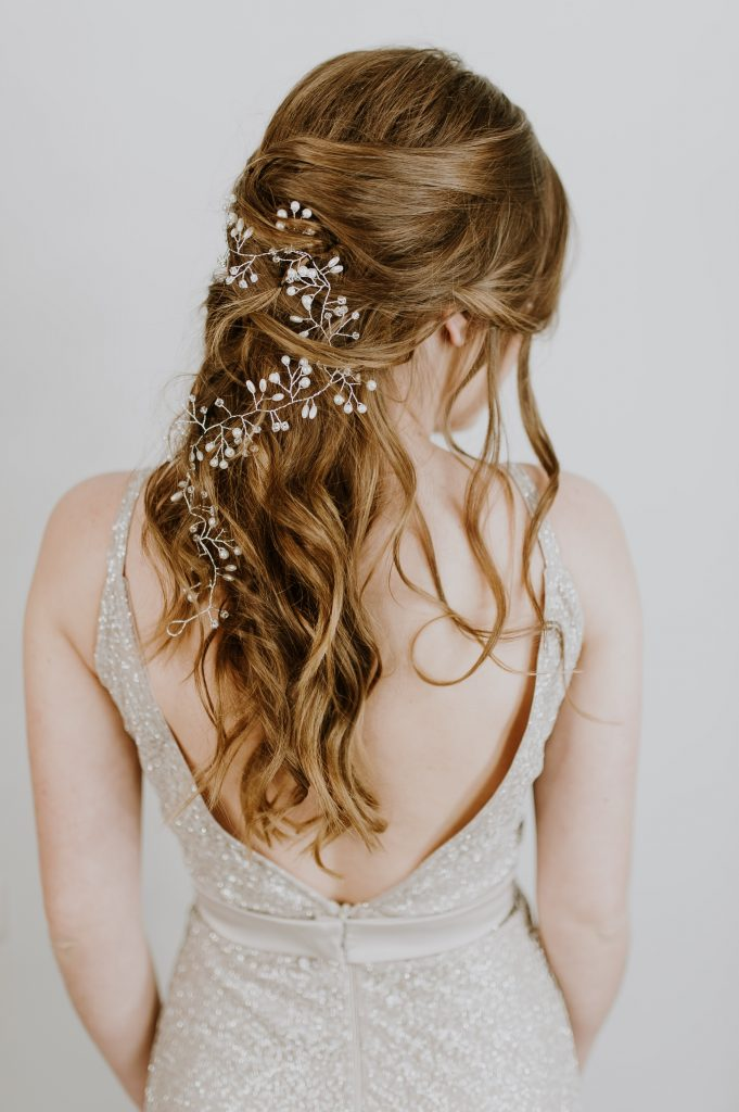 Loose curls with leaves