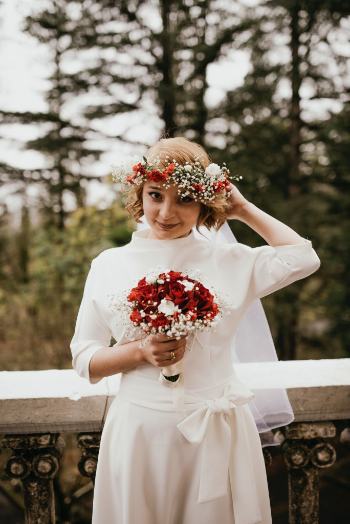 Bridal hairstyle - Short curls with flower crown